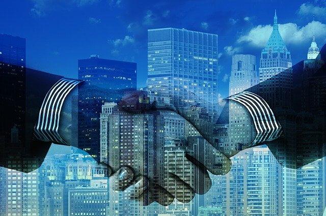 הכלכלה בקפריסין לוחצת ידיים